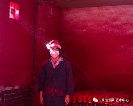 选自《圣诞工厂》系列©陈荣辉