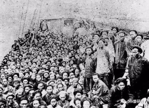 19世纪中叶,美洲和澳洲相继探出金矿。中国大陆的广东、福建人迅速汇入世界淘金大潮。他们远涉重洋,到陌生的土地上开拓。