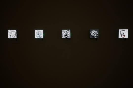 """徐文恺 《icon099.gif》 16×16×6cmLED屏幕 gif动图 2019 图片由""""UCCA尤伦斯当代艺术中心""""提供"""