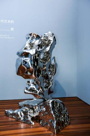 展望 《假山石 No.146》 188×175×117cm不锈钢 2011