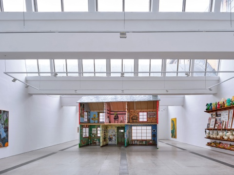 """""""扎克瑞·阿姆斯特朗:蜡烛袋""""展览现场,林冠北京,2021年  摄影:雷坛坛©林冠艺术基金会"""