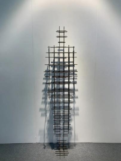 安东尼·葛姆雷 《组 VI》195×51.5×33cm 铸铁 2020