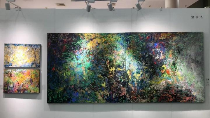 Hi21新锐艺术市集,售出了尺幅最大、单价最高的作品,金俊杰 《梧桐山之夜》180×200cm×2木板丙烯2021,12万元