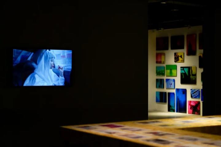 """崔灿灿策划的""""策展课II:故事与结构"""" 展览现场 华美术馆 2021"""